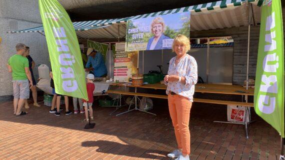 Die Grünen Brugg waren auf dem Neumarktplatz präsent und unterstützen C. Guyer.